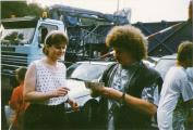 1997 Ellen bekommt ein Autogramm von Harry.jpg
