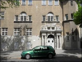 l mmelbank die l mmel von der ersten bank drehort askanische oberschule berlin tempelhof. Black Bedroom Furniture Sets. Home Design Ideas