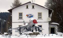 800px-MiG21-F13.jpg