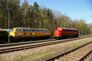 216032 wartet schon am Zug 24784.JPG