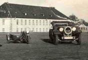 BMW R12 und Mercedes Benz.jpg