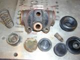 Bremszylinder-vorne.JPG