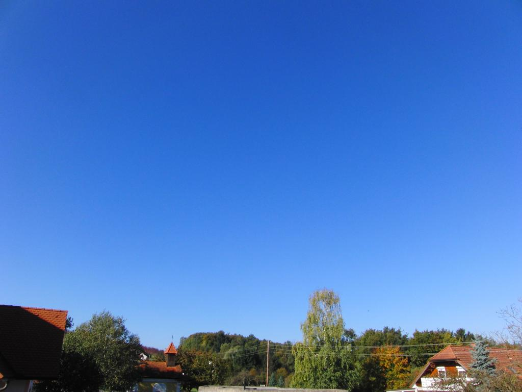 09.10.2014 - Wolkenloser Himmel / clear blue sky @ Gleisdorf (STMK)