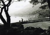 1955. krpanje ribarske mreže na Dugom ratu (Punta rata).jpg