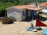 kroatien_insel_krk_malinska_barusici_ferienhaus_kamenica_terrasse_mediterran_sandkasten_boot_badefass3_500x375.jpg