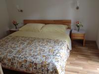Schlafzimmer mit 180 x 200 cm Bett