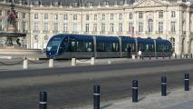 Straßenbahn ohne Oberleitung in Bordeaux (III).jpg