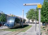 Straßenbahn ohne Oberleitung in Bordeaux.jpg
