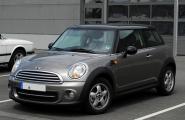 Mini_Cooper_(R56,_Facelift)_–_Frontansicht,_17._Juli_2011,_Düsseldorf.jpg