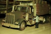 Verkleinerung-KENWORTH-Truck - US New Ray - 1zu 32 -gealtert.jpg