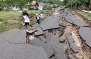 15-erdbeben-bohol-03-strasse.jpg