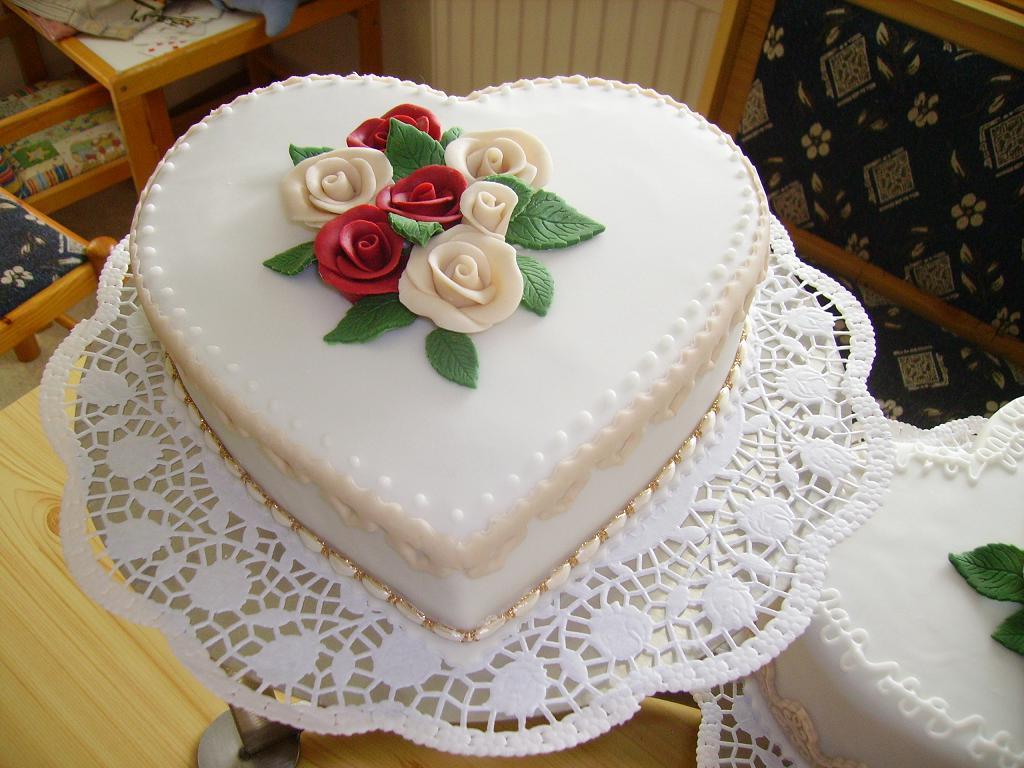 Besondere Anlässe 1. » Hochzeitstorten ,,Herz
