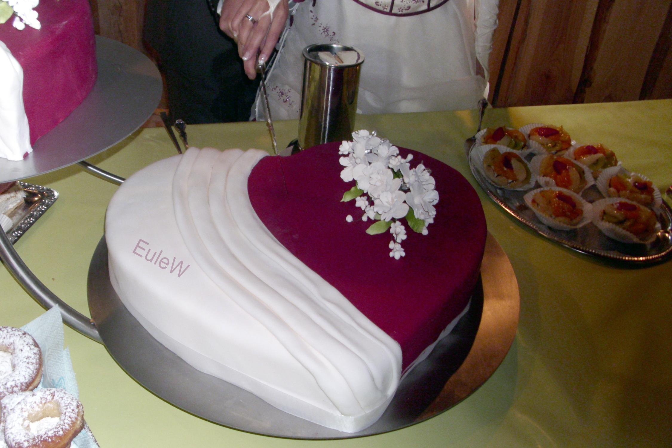 Hochzeitstorte rot-weiß - für meine kleine Schwester