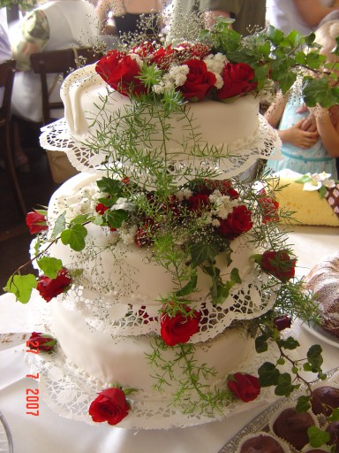 Besondere Anlässe 1. » Hochzeitstorte mit echten Blumen