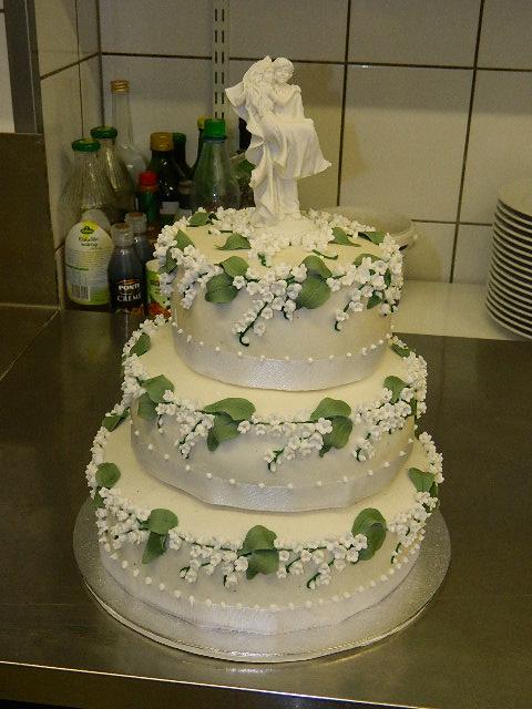 Besondere Anlässe 1. » Hochzeitstorte mit Maiglöckchen