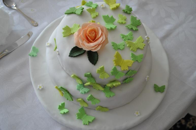 Hochzeitstorte Mit Schmetterlingen Pictures to pin on Pinterest