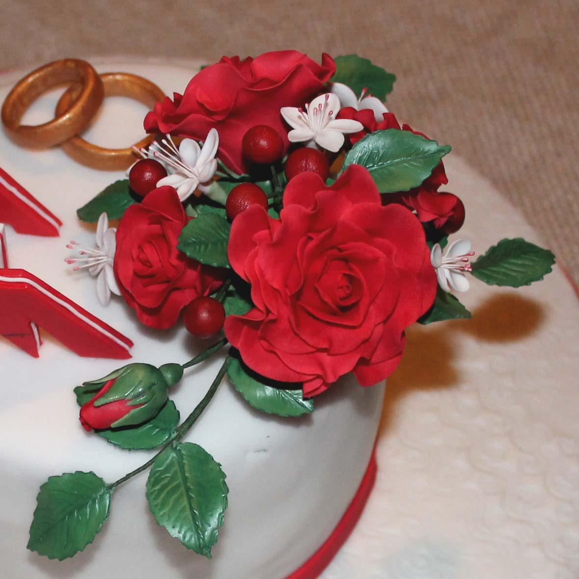 besondere anl sse 1 torte mit rosen und buchstaben zum hochzeitstag. Black Bedroom Furniture Sets. Home Design Ideas