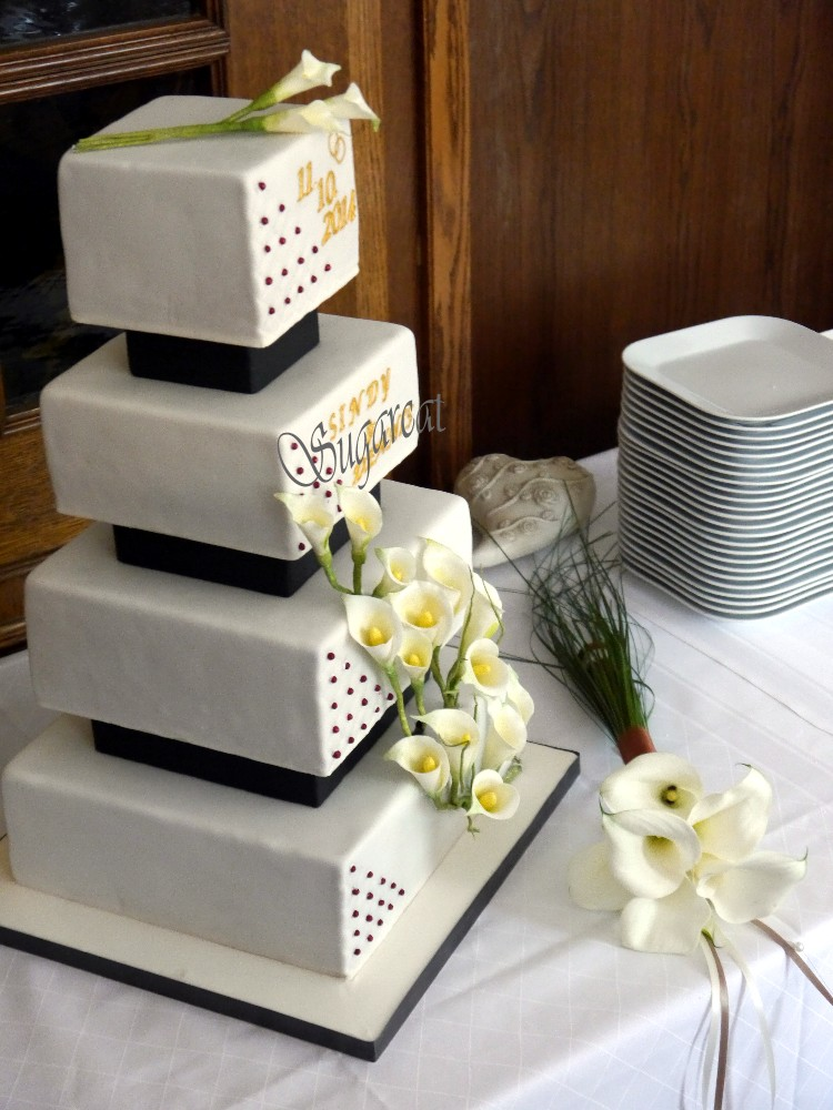 Besondere Anlässe 1. » Eckige Hochzeitstorte schwarz / weiß
