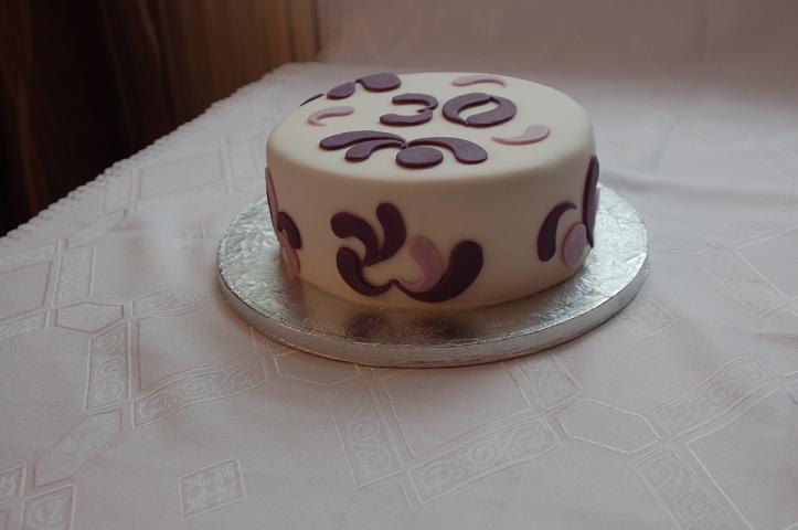 geburtstag erwachsene einfache torte zum 30 geburtstag. Black Bedroom Furniture Sets. Home Design Ideas