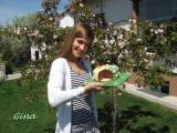 Gina mit Torte.JPG