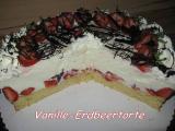 Vanille-Erdbeertorte angeschnitten.JPG
