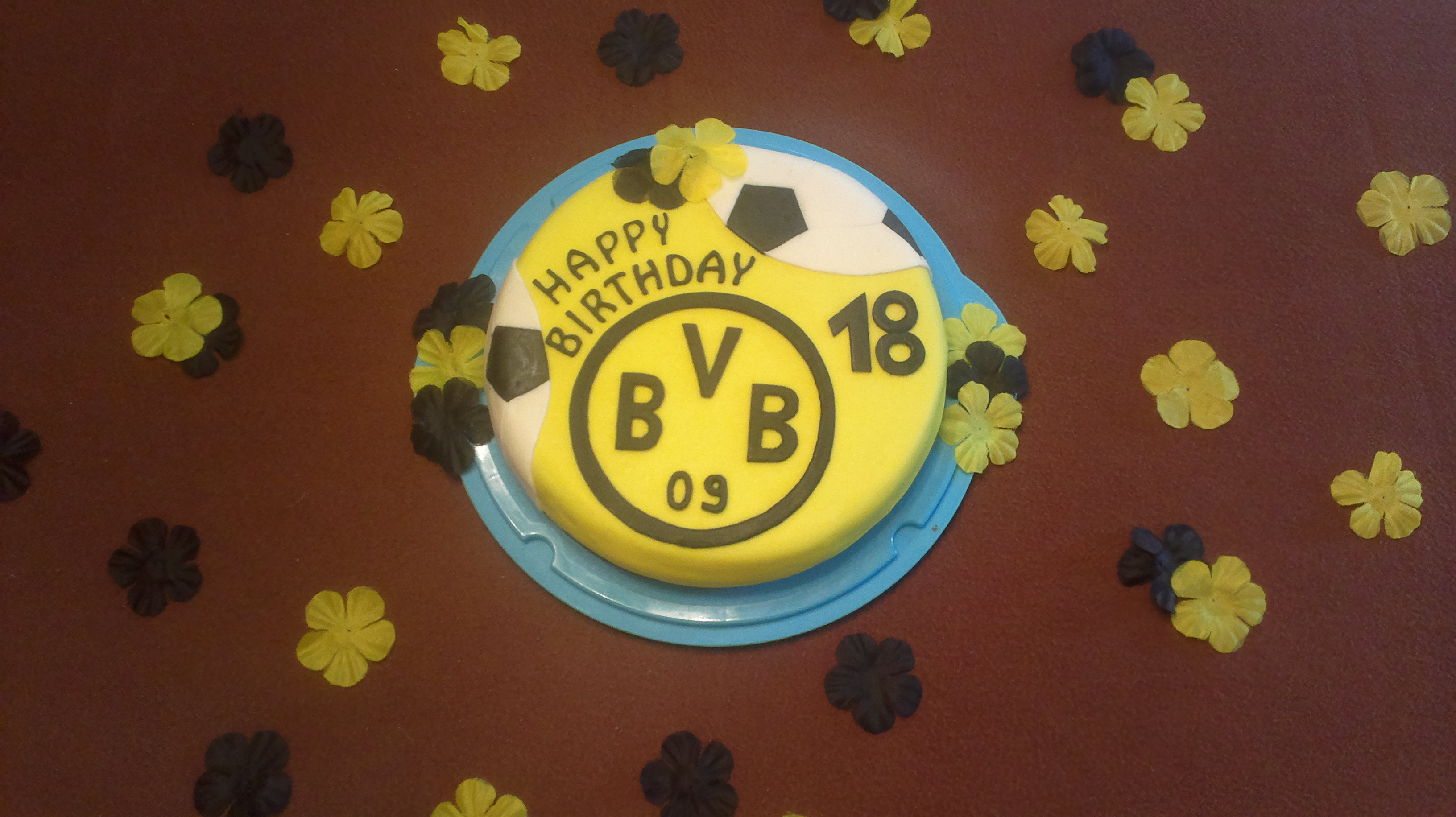 Geburtstag erwachsene bvb torte for Kuchen 18 geburtstag
