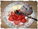 Vanilleis mit Erdbeeren und Muffin.JPG