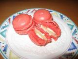 Macarons rot mit Marzipanfüllung und Orangenbuttercreme.JPG