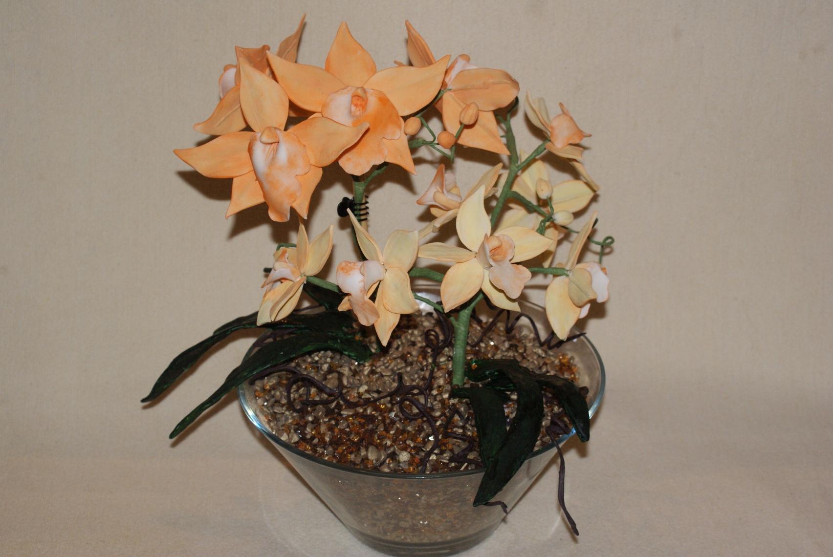 orchideengesteck mit gro en und kleinen bl ten. Black Bedroom Furniture Sets. Home Design Ideas