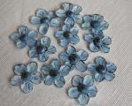 Blaue Blüten für Carlinas Kommunionmuffins.jpg