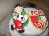 FCA-Torte mit Fußballer.JPG