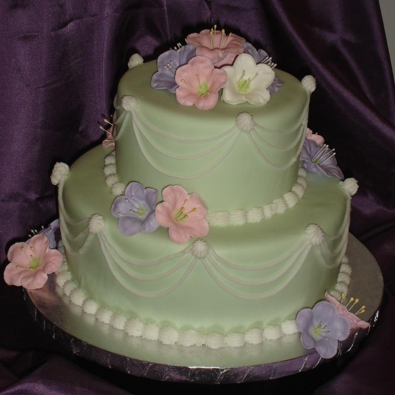 besondere anl sse 2 zweistoeckige torte mit gespritzten petunien. Black Bedroom Furniture Sets. Home Design Ideas