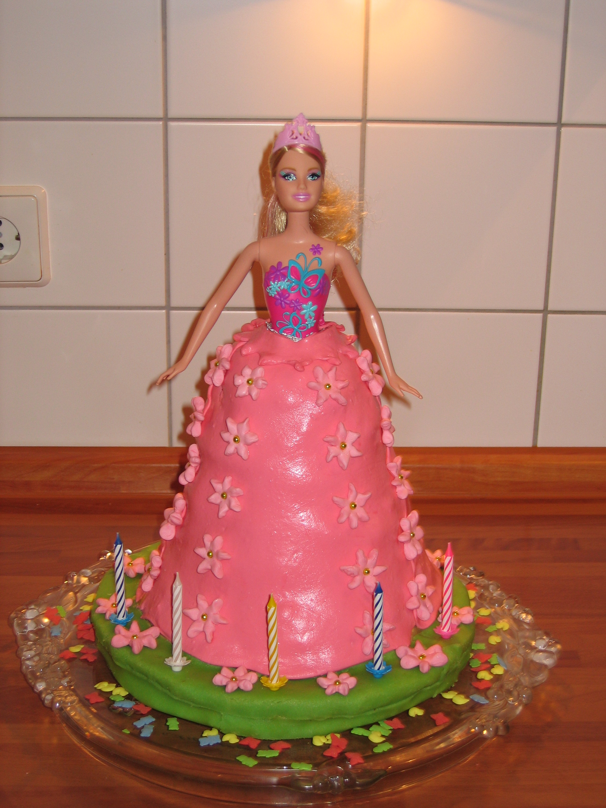 How To Decorate A Barbie Cake