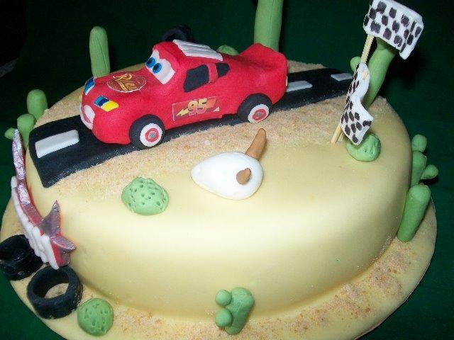 geburtstag kinder ich durfte auch mal eine cars torte machen. Black Bedroom Furniture Sets. Home Design Ideas