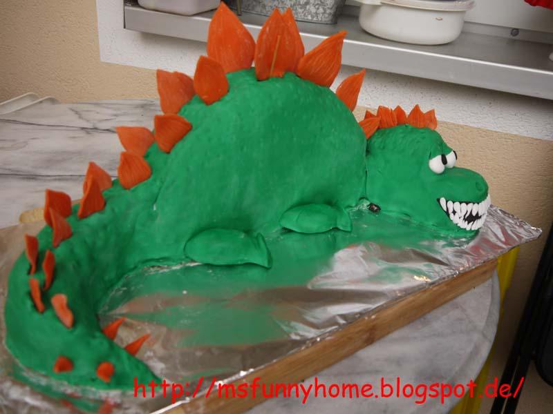 geburtstag kinder 3d dinosaurier oder drachen torte schoki torte. Black Bedroom Furniture Sets. Home Design Ideas
