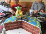 Yoda Torte im Anschnitt.jpg