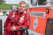 csm_Wilhelm-Jacobs-ist-seit-50-Jahren-freiwilliger-Seenotretter_-Foto-Joerg-Sarbach_47a6af6eea.jpg