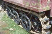 1986 Bolivien, Halbkettenkfz 03, Kettenfahrwerk mit Gummi pads und Gummi-Stützrädern.jpg