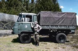 2-Robur LO mit Grenzsoldat.jpg