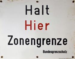 Schild HALT HIER ZONENGRENZE.jpg