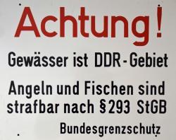 Schild ACHTUNG GEWÄSSER IST DDR-Gebiet.jpg