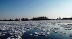 05. Eisschollen auf der Elbe - Raum Dömitz.JPG