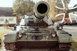 Leopard-Panzer in der Rettberg-Kaserne Eutin.jpg