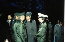 Grenzöffnung Lübeck-Eichholz 16.12.1989, Führungskräfte BGS und 6. GR DDR-GrTr.jpg