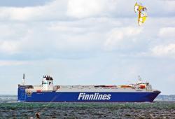 FINNSKY mit Kitesurfer.jpg