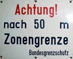 Schild ACHTUNG NACH 50m ZONENGRENZE.jpg