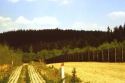 Blick von BT Mischplatz zur Thüringen Warte 1990 bearbeitet klein_01
