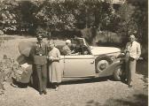 Familie mit Auto (Vielleicht Wanderer W23 oder W24) (BuSt).jpg