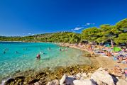 97716473386480539584982205_crystal-clear-turquoise-beach-in-croatia-xbrchx-fotolia.com.jpg