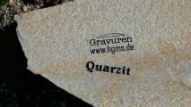 Gravur auf Quarzit